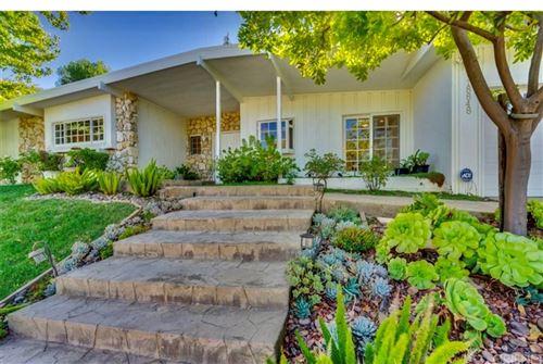 Photo of 18848 La Amistad Place, Tarzana, CA 91356 (MLS # SR21187127)