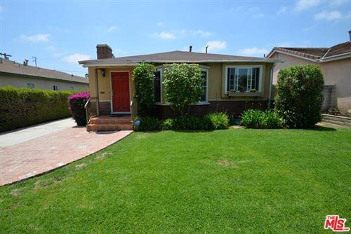 Photo of 2631 Greenfield Avenue, Los Angeles, CA 90064 (MLS # 21733128)