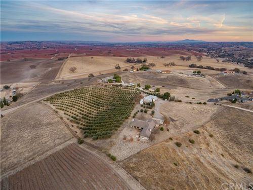 Photo of 325 L P Ranch Road, Templeton, CA 93465 (MLS # NS20259130)