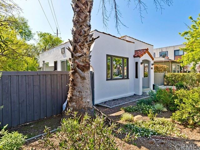Photo of 242 W Elmwood Avenue, Burbank, CA 91502 (MLS # BB21136135)