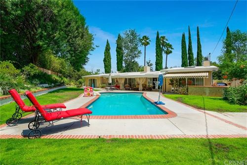 Photo of 5045 Boda Place, Woodland Hills, CA 91367 (MLS # SR21160138)