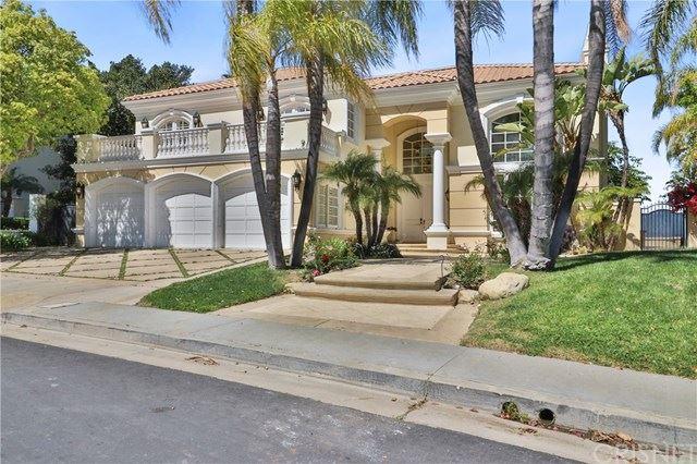 Photo of 19323 Redbridge Lane, Tarzana, CA 91356 (MLS # SR21068139)