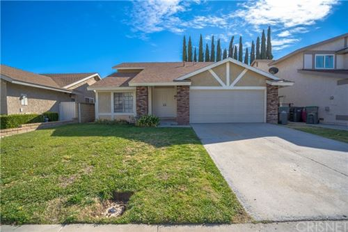 Photo of 27546 Camomile Lane, Saugus, CA 91350 (MLS # SR20242140)
