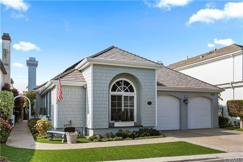 Photo of 19361 Woodlands Drive, Huntington Beach, CA 92648 (MLS # OC21193141)