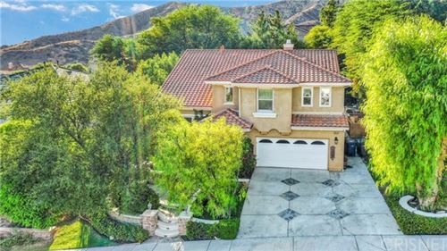 Photo of 28369 Falcon Crest Drive, Canyon Country, CA 91351 (MLS # SR20216142)