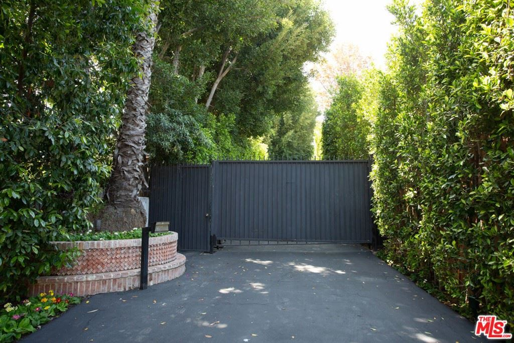 Photo of 1009 N Beverly Drive, Beverly Hills, CA 90210 (MLS # 21787142)