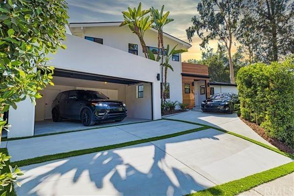 Photo of 3601 Woodcliff Road, Sherman Oaks, CA 91403 (MLS # IV21206142)