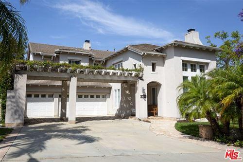 Photo of 3331 CASTLEMAN Lane, Burbank, CA 91504 (MLS # 20591148)