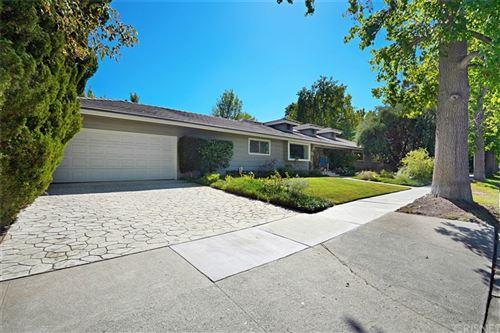 Photo of 18730 Canasta Street, Tarzana, CA 91356 (MLS # SR21204148)