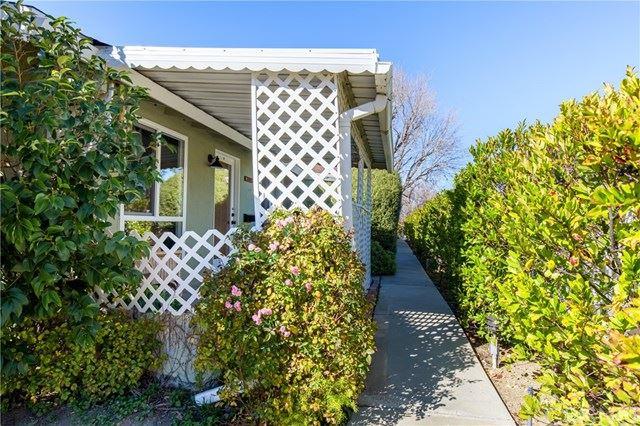 Photo for 26707 Oak Crossing Road #A, Newhall, CA 91321 (MLS # SR21029148)