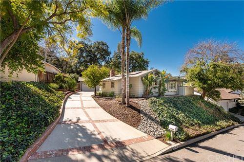 Photo of 15540 Woodcrest Drive, Sherman Oaks, CA 91403 (MLS # SR21042149)