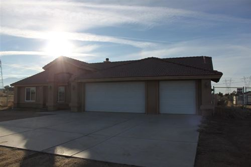 Photo of 9444 Buttemere Road, Phelan, CA 92371 (MLS # 521150)