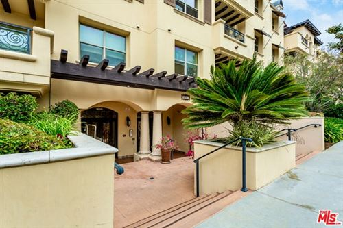 Photo of 5037 Rosewood Avenue #201, Los Angeles, CA 90004 (MLS # 21723152)