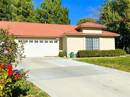 Photo of 19915 Avenue Of The Oaks, Newhall, CA 91321 (MLS # SR20248152)
