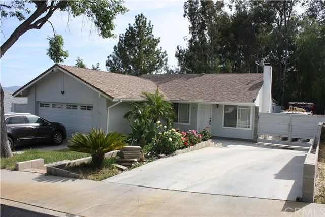 Photo for 27411 Onlee Avenue, Saugus, CA 91350 (MLS # IV20104153)