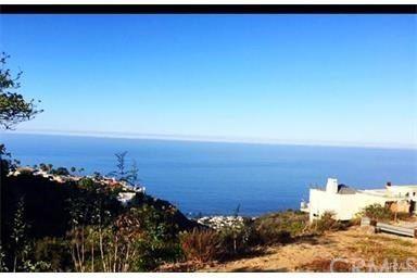 Photo of 810 Santa Ana St, Laguna Beach, CA 92651 (MLS # OC17205160)