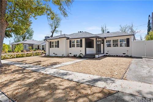 Photo of 18406 Jovan Street, Tarzana, CA 91335 (MLS # SR21096161)
