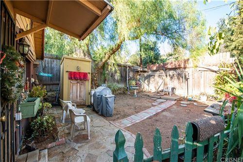Photo of 9500 Rowell Avenue, Chatsworth, CA 91311 (MLS # SR21203164)