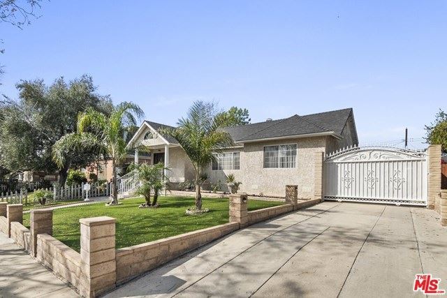 Photo of 413 E Grinnell Drive, Burbank, CA 91501 (MLS # 21690164)