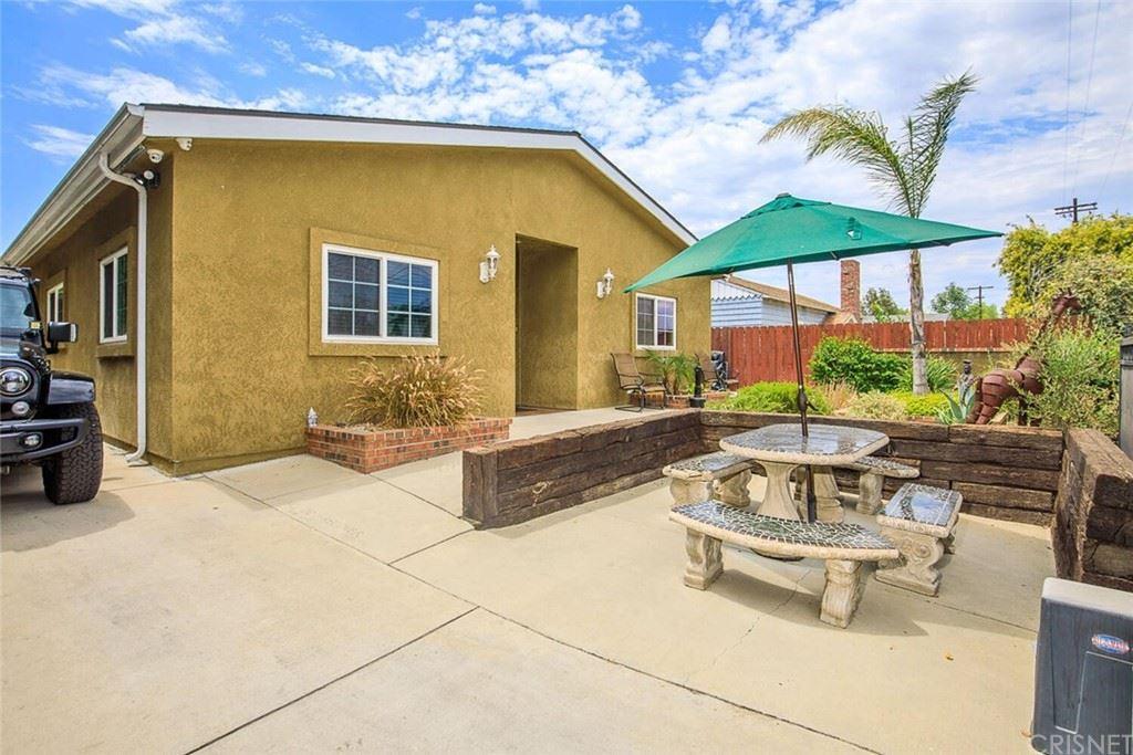 Photo for 5647 Wilbur Avenue, Tarzana, CA 91356 (MLS # SR21154164)