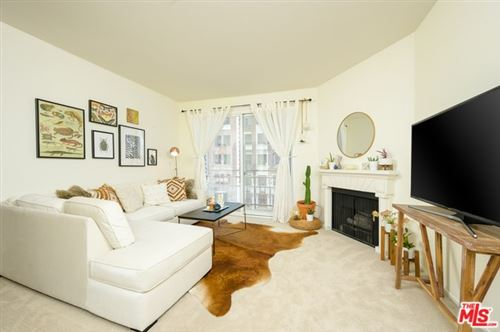 Photo of 620 S GRAMERCY Place #221, Los Angeles, CA 90005 (MLS # 20563166)