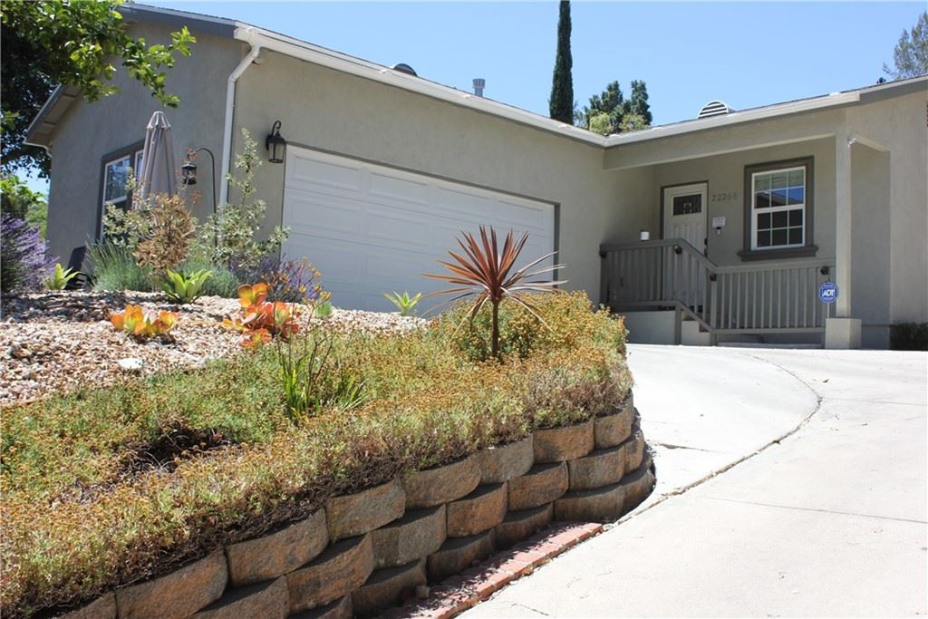 Photo of 22266 Avenue San Luis, Woodland Hills, CA 91364 (MLS # SR21128166)
