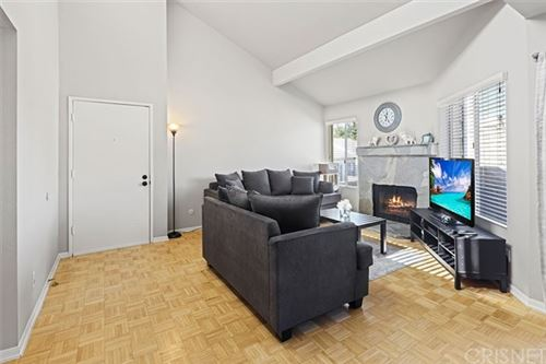 Photo of 18408 Hatteras Street #32, Tarzana, CA 91356 (MLS # SR21040167)