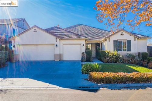 Photo of 1085 Clear Lake Dr, Oakley, CA 94561 (MLS # 40931168)
