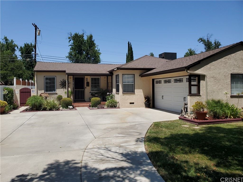 Photo for 18407 Jovan Street, Tarzana, CA 91335 (MLS # SR21158170)