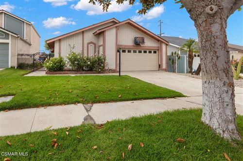 Photo of 2433 Orangewood Place, Simi Valley, CA 93065 (MLS # 221004176)
