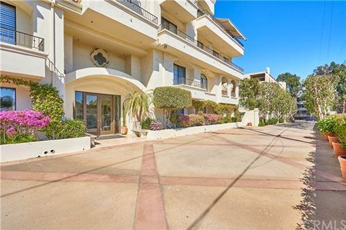 Photo of 453 S Barrington Avenue #301, Los Angeles, CA 90049 (MLS # PW21060177)