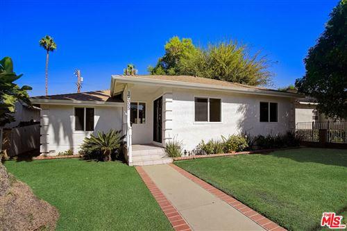 Photo of 17355 Burbank Boulevard, Encino, CA 91316 (MLS # 21797180)