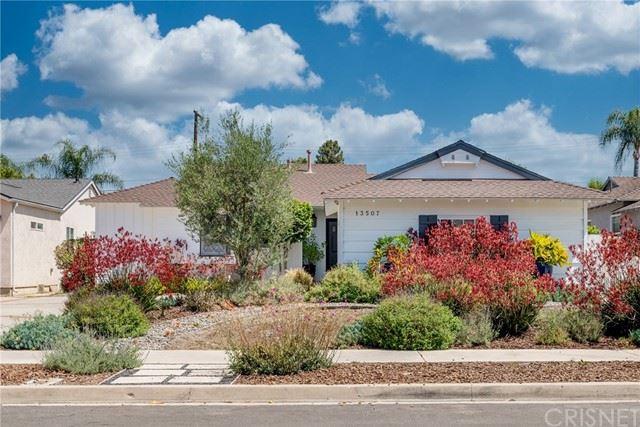 Photo of 13507 Bessemer Street, Valley Glen, CA 91401 (MLS # SR21121182)