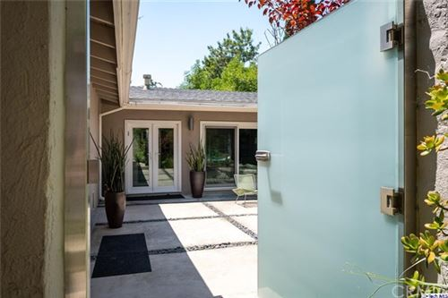 Photo of 3124 Buckingham Road, Glendale, CA 91206 (MLS # 320002186)