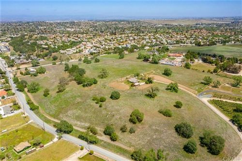 Photo of 1030 Pump Handle Lane, Paso Robles, CA 93446 (MLS # NS21090186)