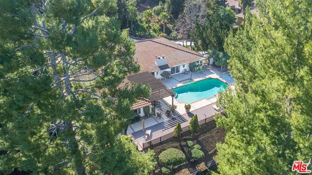 Photo of 60 Inverness Road, Westlake Village, CA 91361 (MLS # 21693186)