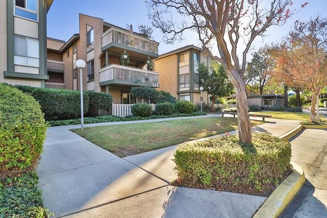 Photo of 324 Chestnut Hill Court #16, Thousand Oaks, CA 91360 (MLS # 220011187)
