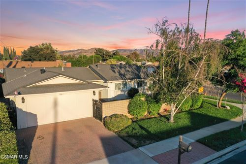 Photo of 2020 Guerne Avenue, Simi Valley, CA 93063 (MLS # 221004190)