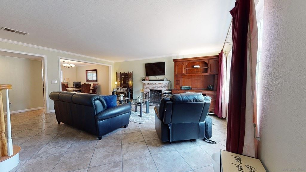Photo for 12761 Larchmont St, Poway, CA 92064 (MLS # 210026192)