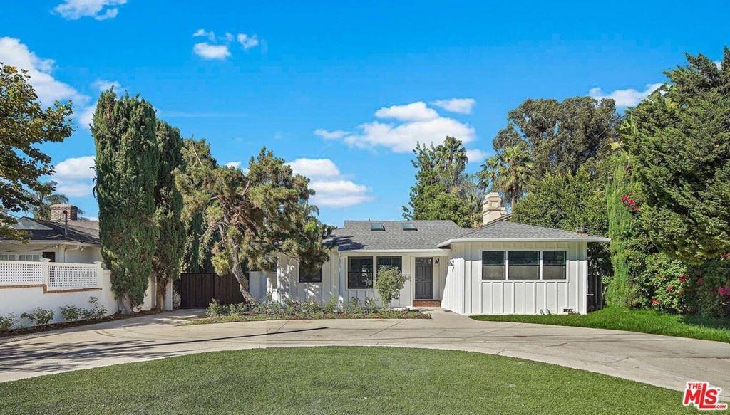 Photo for 15247 Sutton Street, Sherman Oaks, CA 91403 (MLS # 21785192)