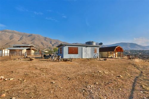Photo of 20424 Chickawill Road, Apple Valley, CA 92308 (MLS # 521193)