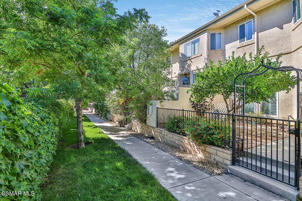 Photo of 261 N Skyline Drive, Thousand Oaks, CA 91362 (MLS # 221003193)