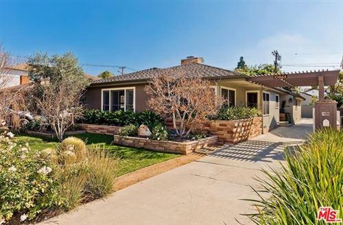 Photo of 10564 Wellworth Avenue, Los Angeles, CA 90024 (MLS # 21689194)