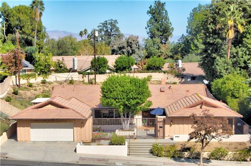 Photo of 22369 Mulholland Drive, Woodland Hills, CA 91364 (MLS # SR21232194)
