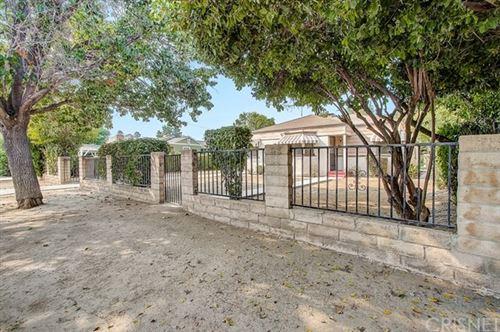 Photo of 15755 Marlin Place, Lake Balboa, CA 91406 (MLS # SR20194196)