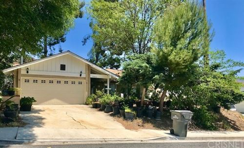 Photo of 29846 Grandifloras Road, Canyon Country, CA 91387 (MLS # SR21233199)
