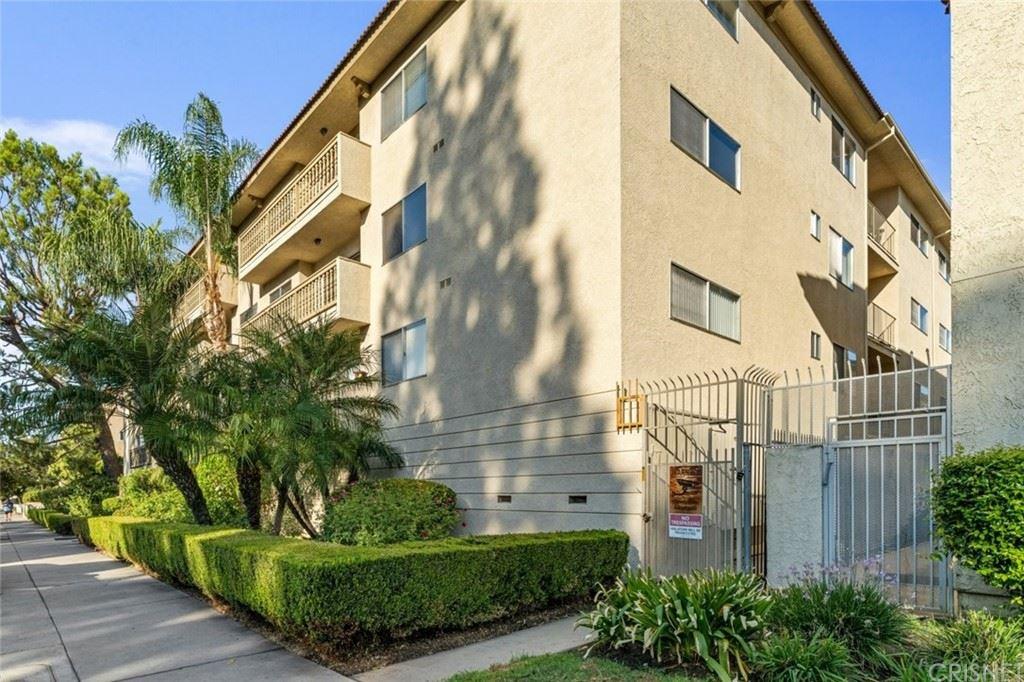 Photo of 5400 Lindley Avenue #211, Encino, CA 91316 (MLS # SR21222200)