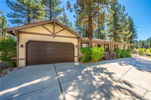 Photo of 1050 Mountain Lane, Big Bear, CA 92314 (MLS # CV21210201)