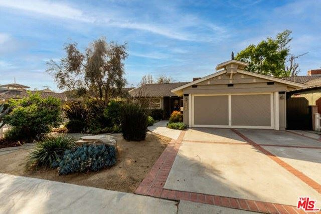 Photo of 6661 Mammoth Avenue, Valley Glen, CA 91405 (MLS # 21692202)