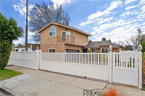Photo of 7818 Bellaire Avenue, North Hollywood, CA 91605 (MLS # SR21022205)